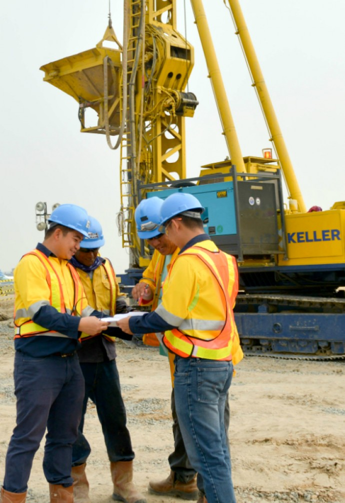 Keller ASEAN employees learning on the job